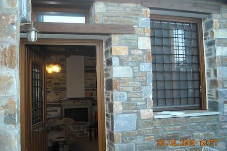 Ground floor Stonehouse with yard.