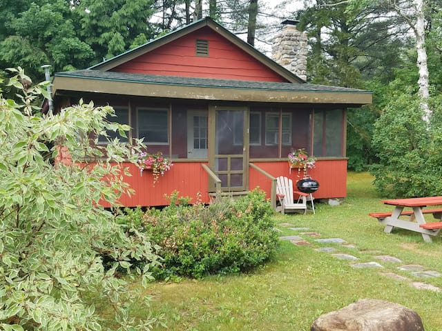 Red Adirondacks 2 Bedroom Cabin - Johnsburg