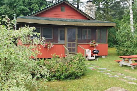 Red Adirondack 2 Bedroom Cabin - Johnsburg