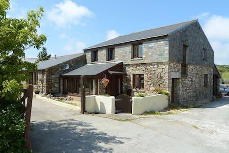Large Barn Conversion for Holidays - Rumah