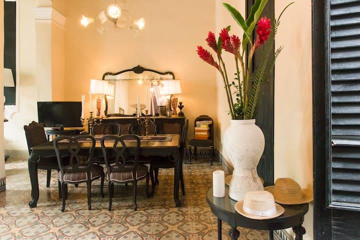 Cozy Bedroom in Colonial House - Habana - Lägenhet