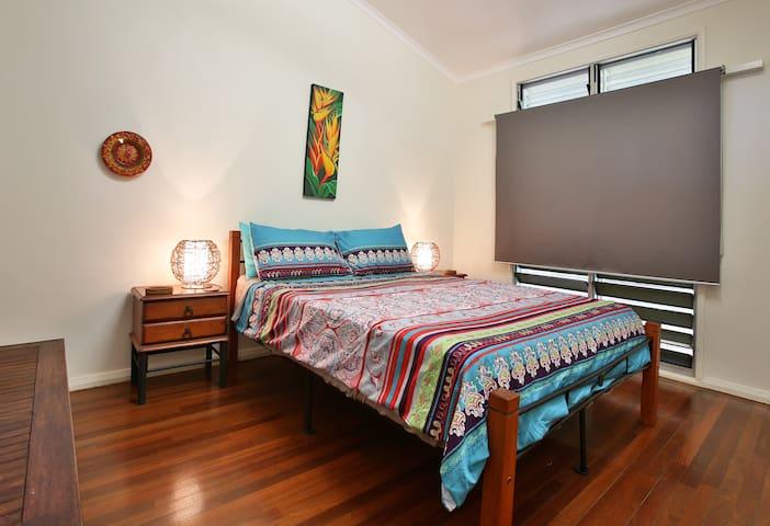 Bedroom 3 :  comfortable queen bed