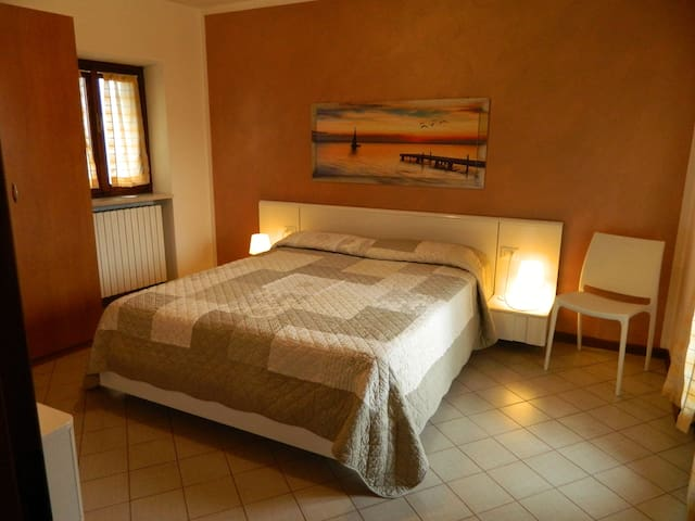 A Stone Throw from the Lake 2 - Garda - Apartemen
