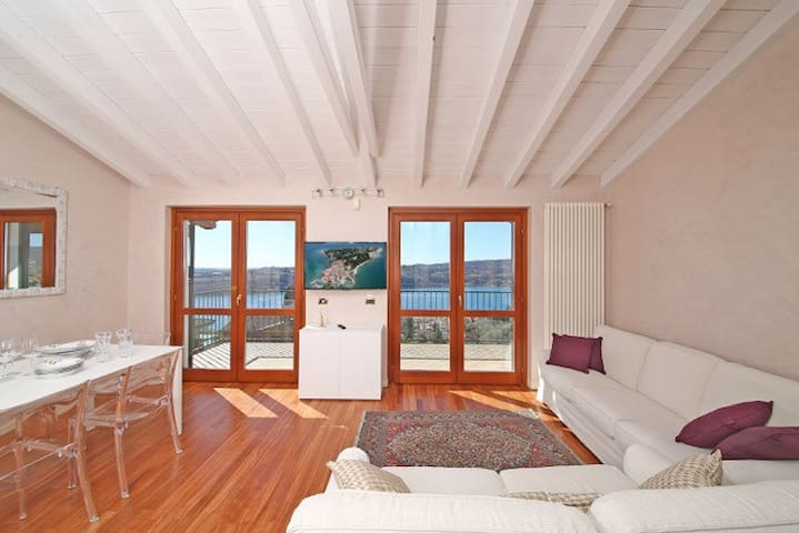 Penthouse with view on the Lake - Salò - Byt
