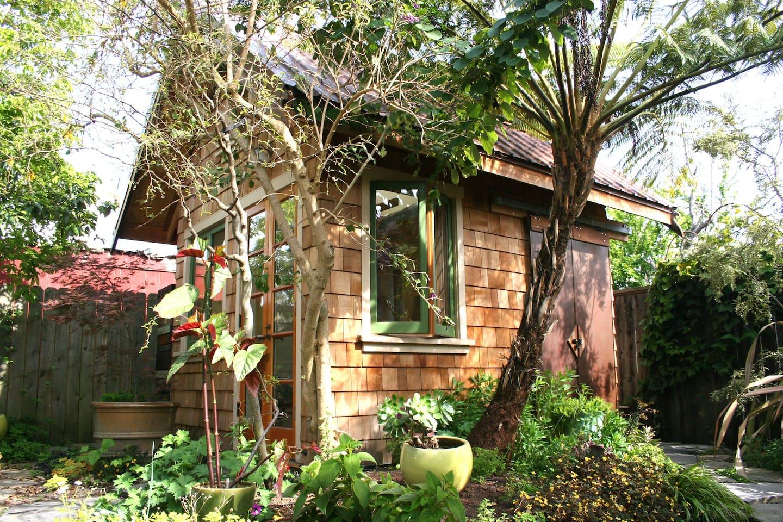 Little house in a Berkeley garden - Guesthouses for Rent in Berkeley ...
