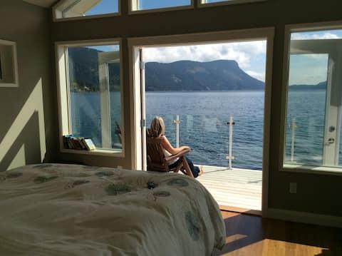 Boathouse on Maple Bay