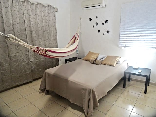 "Private Room ""NiNA"", CANCUN CENTER,Walk everywhere - Cancún - Pis"