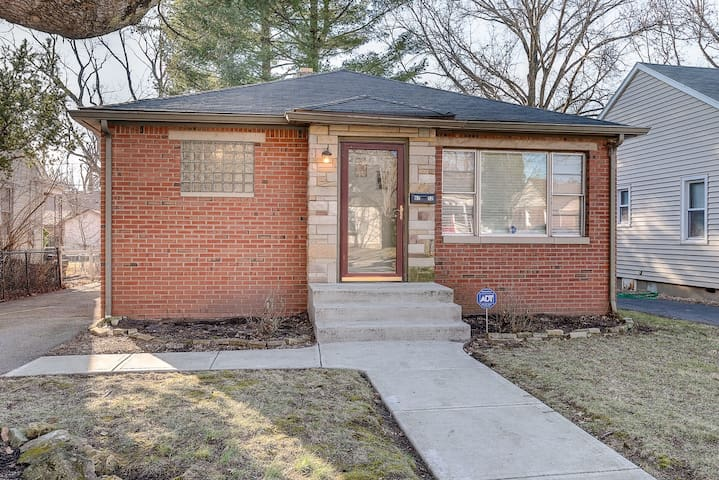 Charming Bungalow on quiet streets with a quick walk to Broadripple