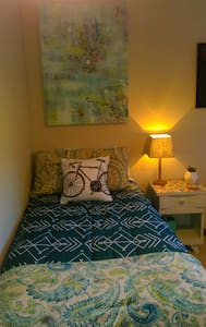 Cheery Room, Excellent Location - Knoxville - House