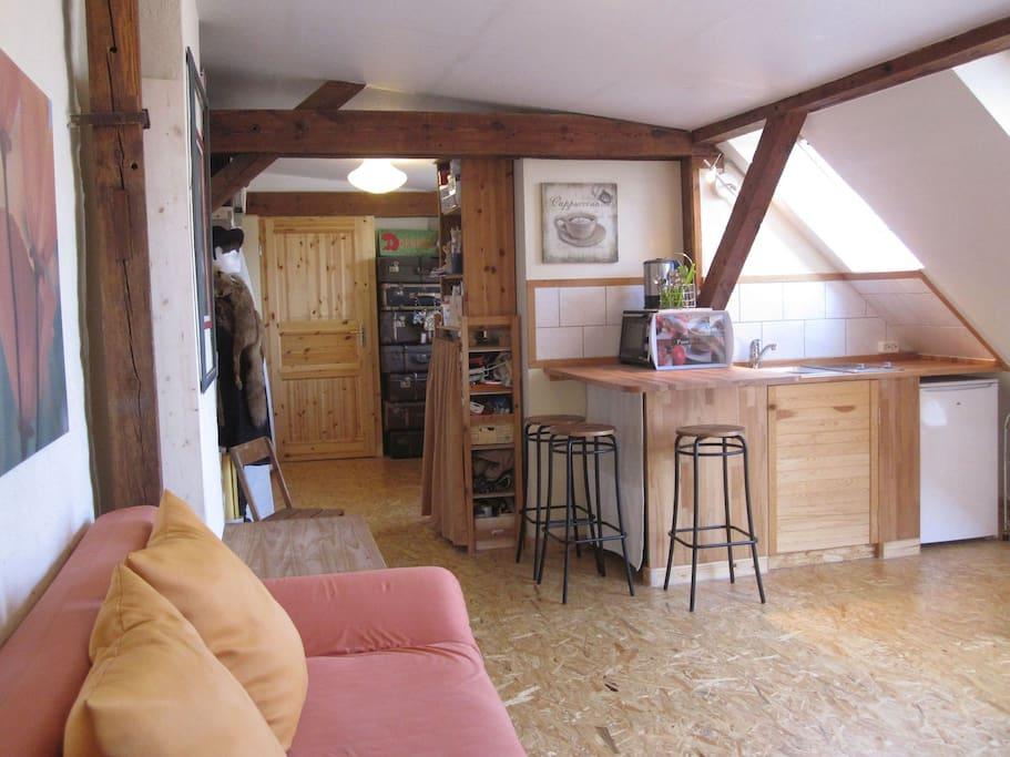 Wohnen, Küche, Zugang zum Bad und Atelier