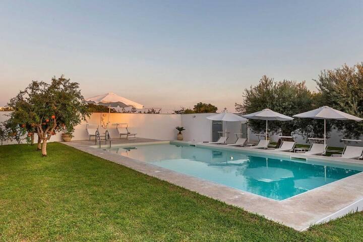 Jolie maison de vacances à Santa Maria del Focallo avec piscine
