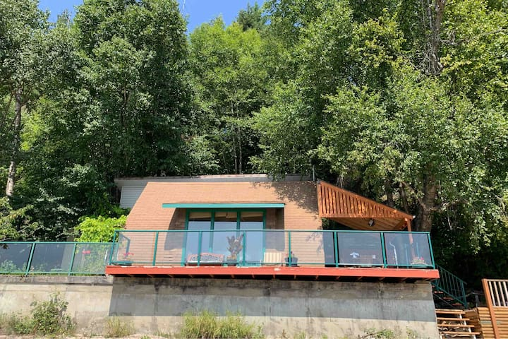 Rustic Cabin on Mabel Lake