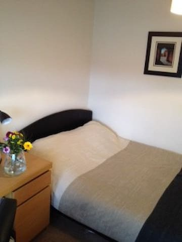 Sunny double near Hatfield House - Welwyn Garden City - Casa