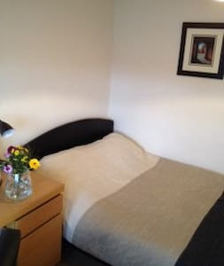 Sunny double near Hatfield House - Welwyn Garden City - Hus