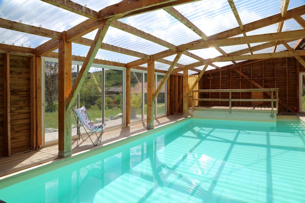 Gite de groupe piscine l ann e houses louer saint christophe d allier auvergne france - Airbnb piscine interieure ...