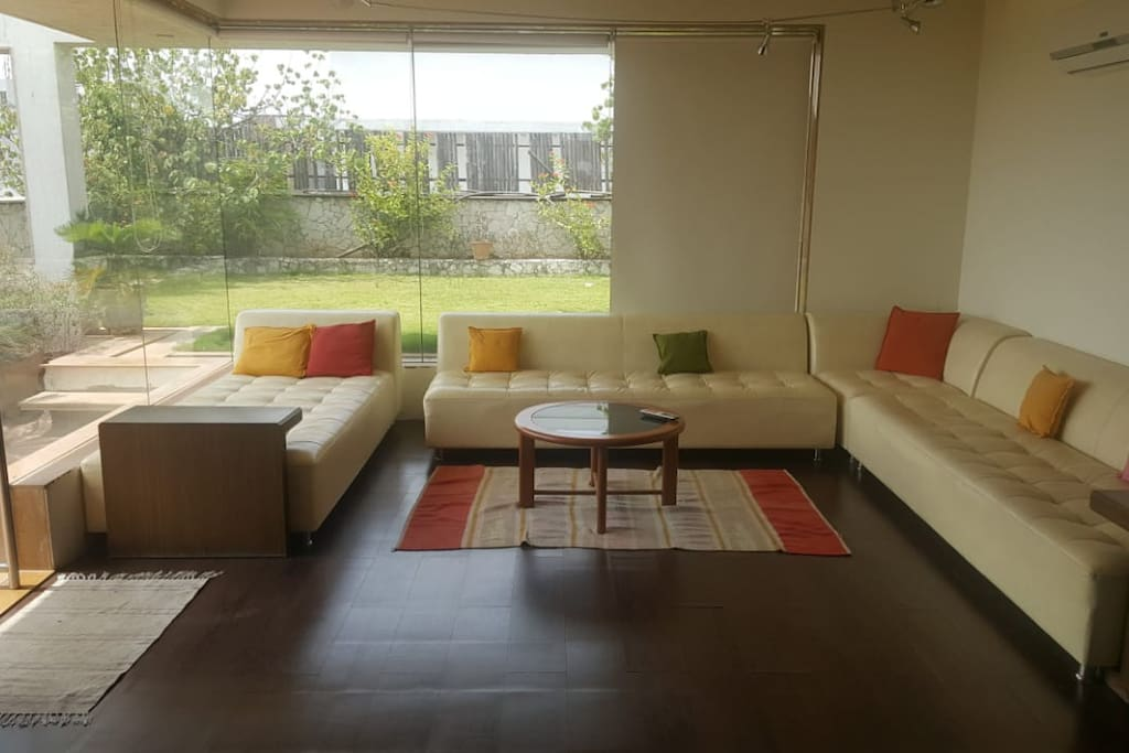 Living room with landscaped garden @ 5th floor