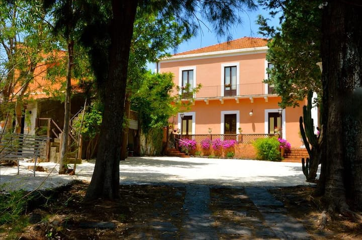 Villa Bonaccorso - Il Casale oasis of tranquility immersed in nature in the foothills of Mount Etna