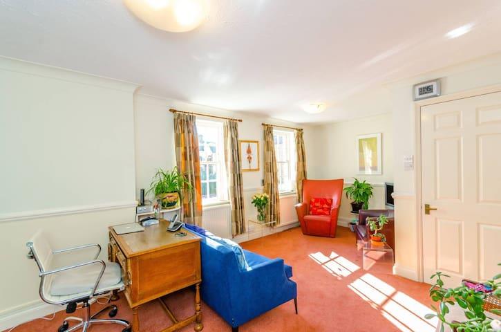 Islington- Haringey border 2- bed flat