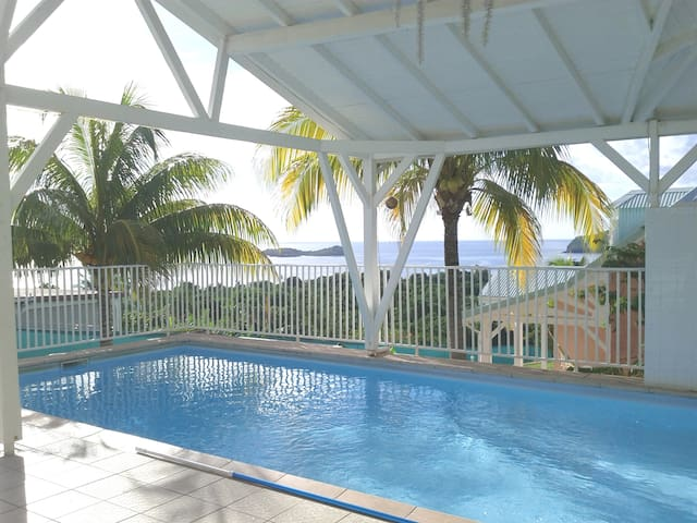 Villa 72 m², 4/6 pers. piscine, Vue - Bouillante - Vila