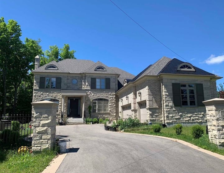9ft ceiling bsmt,new house&furniture all rooms