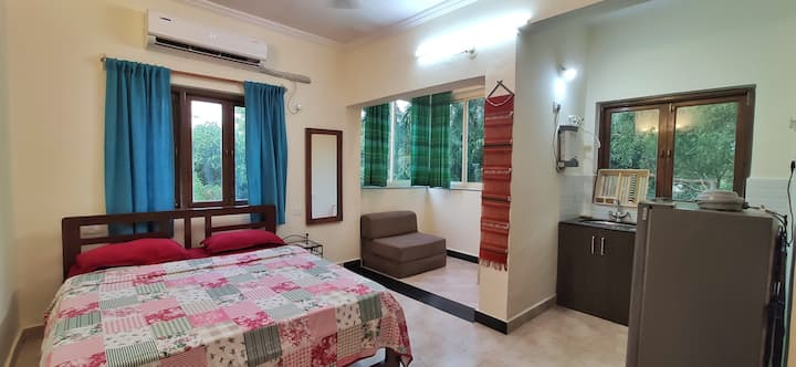 Nihal's studio apartment with swimming pool