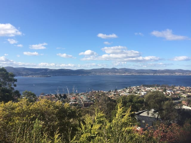 Modern apartment with great views over Hobart - Sandy Bay - Appartement
