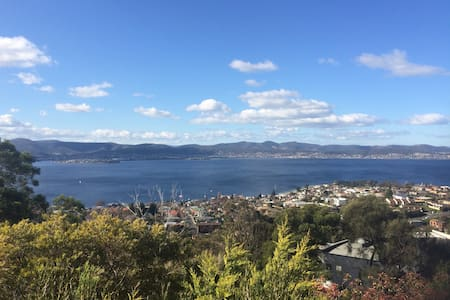 Modern apartment with great views over Hobart - Sandy Bay