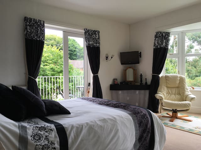 Rooms in heart of Woore village with 2 bedrooms.