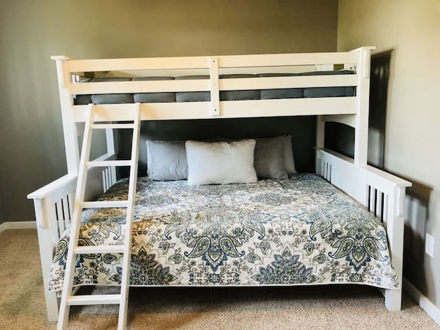 Main Bed #2 - queen and twin bunk