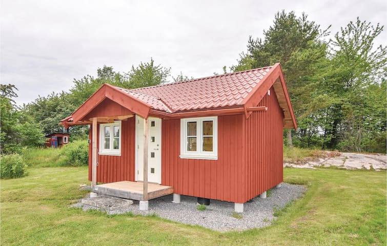 Holiday cottage with 1 bedroom on 58 m² in Lidköping
