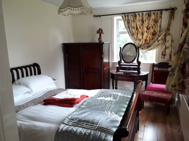 Spacious, Double Bed , Private Parking. In City.