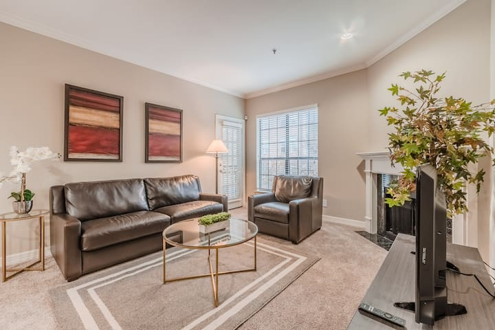 Prime Location|2 Bedroom|2 Queen Beds,1 Sofa Bed|Uptown Dallas