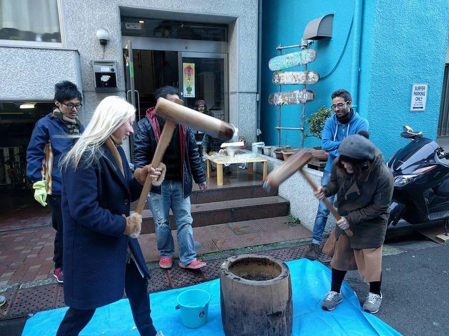 Rice cake pounding ceremony 餅つき大会 搗年糕儀式/捣年糕仪式