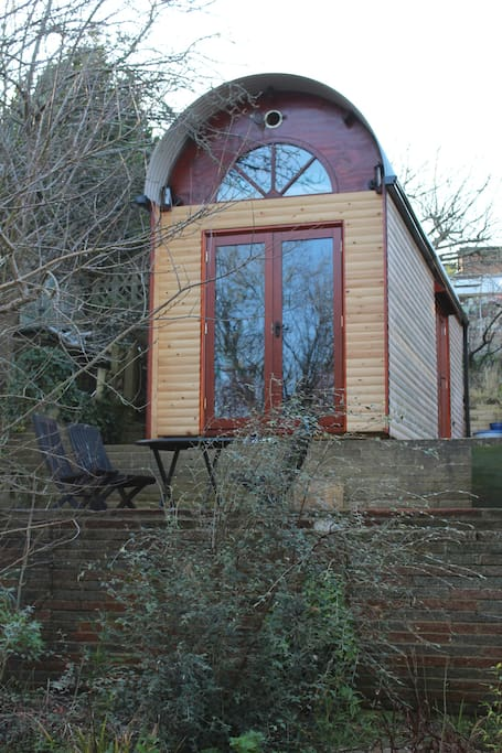 eco cabin tiny house on wheels sleeps 4 tiny houses for rent in the city of brighton and. Black Bedroom Furniture Sets. Home Design Ideas