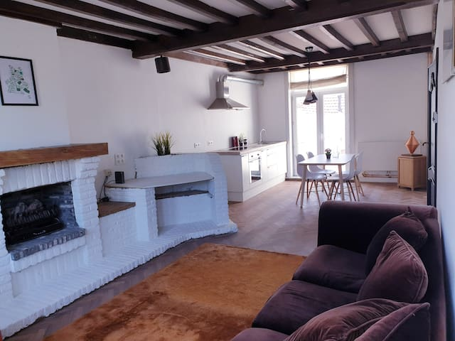 Spacious family home with free parking in Bruges