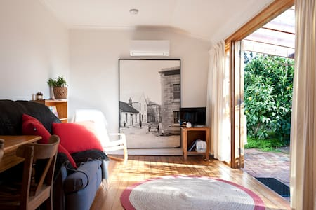 Sunny Garden Hideaway | Sandy Bay - Appartement