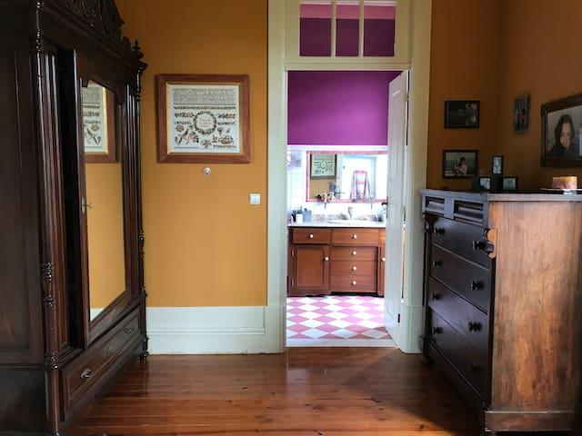 Pauluska's Hostel - Suite: quarto+sala+wc privado