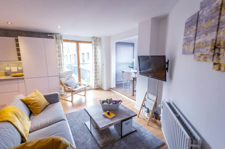 Spacious 2 Bed 2 Bath Flat In City Center+Parking