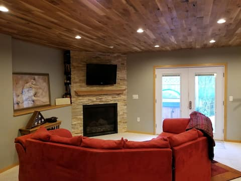 Cozy Andover Home With Private Basement Entrance