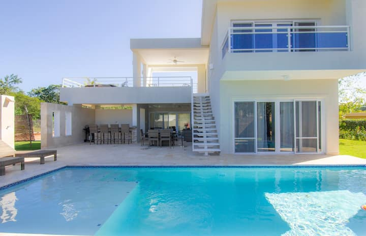 Modern 2 BR Villa w/ Fully Private Pool & Jacuzzi