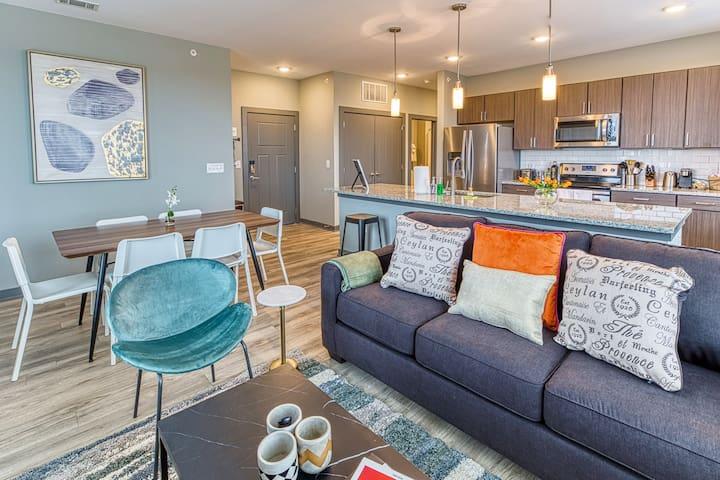 Kasa | Columbia | Spacious 2BD/2BA Canalside Apartment