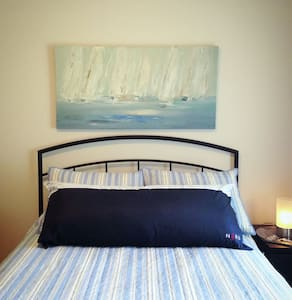 Nautical Room - DT Parksville Character Home - Parksville