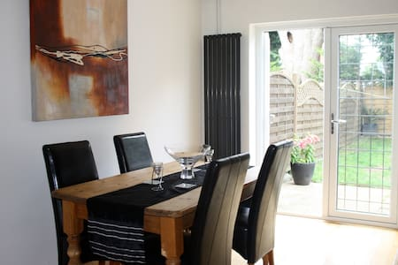 Private Double Room near Heathrow - Stanwell - Haus