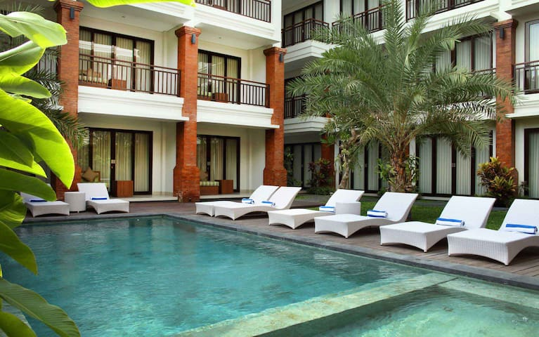 Deluxe Pool View Room in Heritage of Denpasar