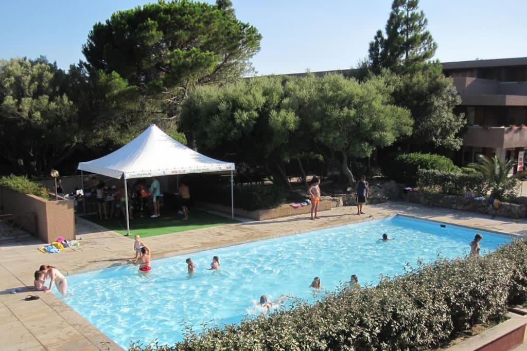 In villaggio turistico con piscina condomini in affitto for Villaggio turistico sardegna