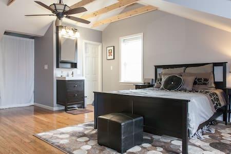 Private Suite; Queen size bed; bath - Philadelphia - Loteng