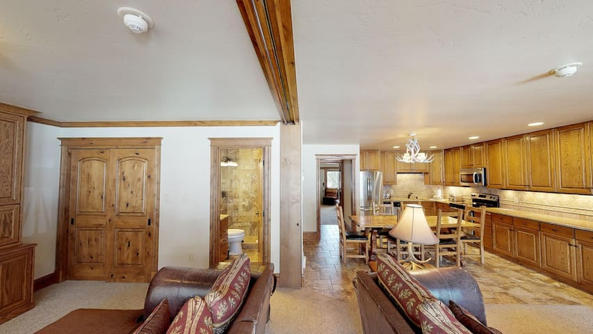 Spacious Vail Condo with Hotel Perks!