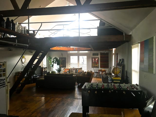 Artist's loft in hip neighborhood. - Chicago - Loft
