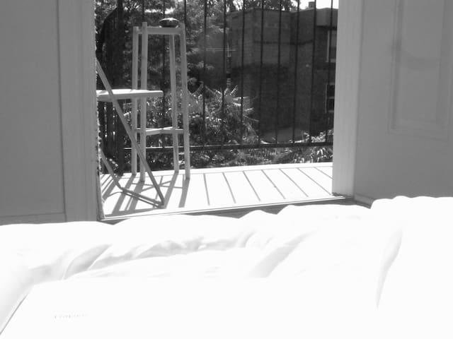 Private bedroom, bathroom & balcony PLATEAU