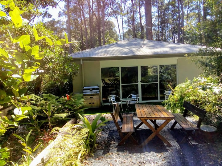 Rainforest Studio  sleeps 4 near Stadium Drive